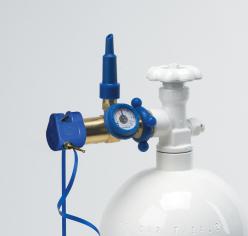 Классическая насадка для баллона с измерителем давления, оснащена клапаном с наклонной ручкой / Clas