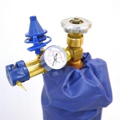 Классическая насадка для баллона с измерителем давления, оснащена клапаном с плавным нажатием / Clas